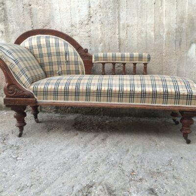 Ανάκλιντρο καναπές σε μπεζ ύφασμα τύπου Burberry